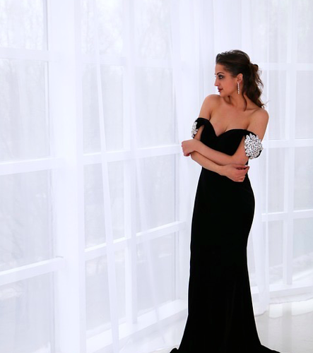 Fashion Tips to Appear Slimmer in Your Formal Dress