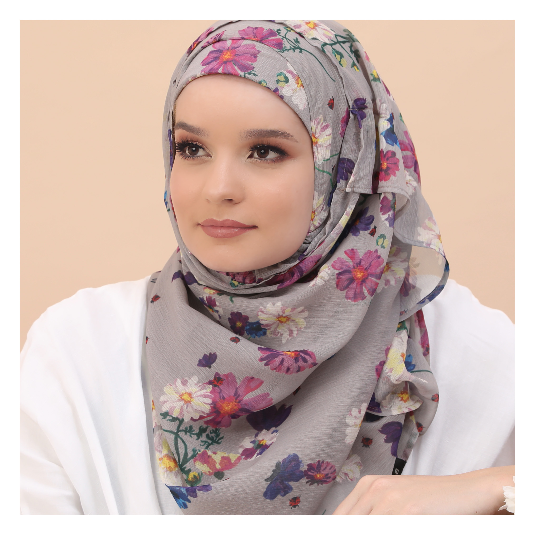 Complete Hijabi Guide to Packing this Summer woman