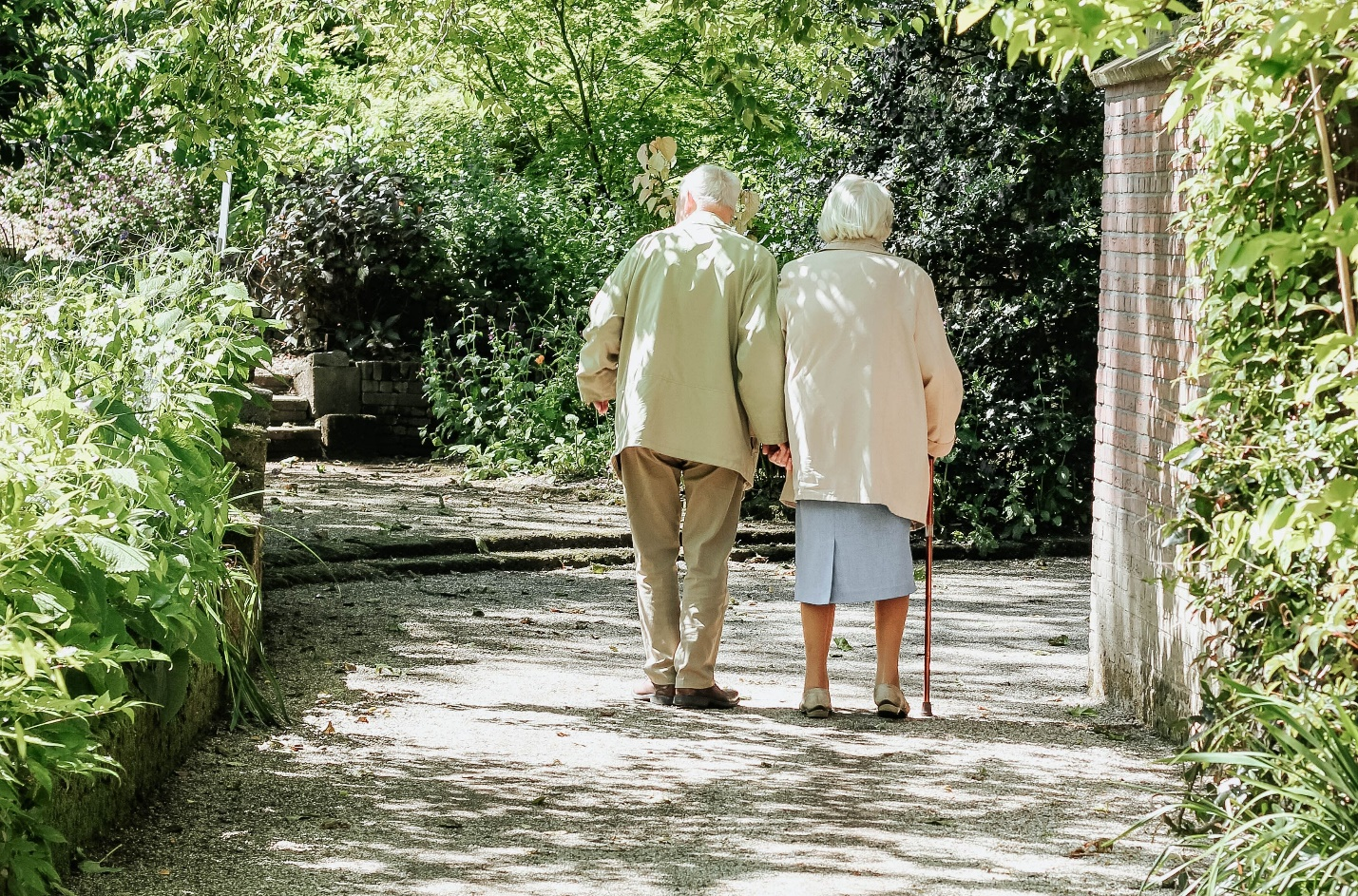 How to Pay for a Loved One's Memory Care and Manage Their Finances