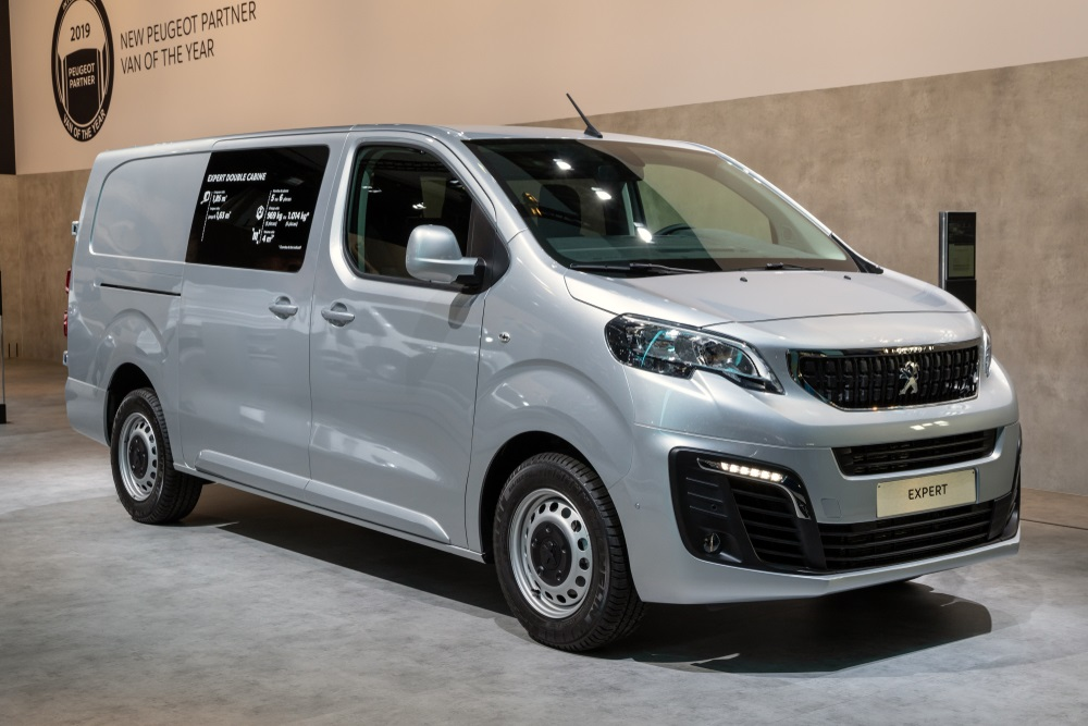 What is the towing capacity of the Peugeot Expert Van?