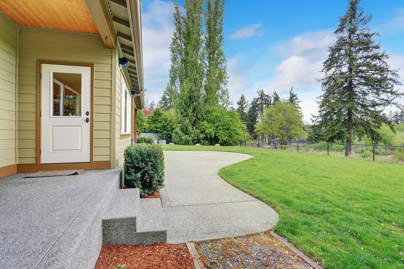 4 Tips for Improving Your Home's Sidewalk and Walkways