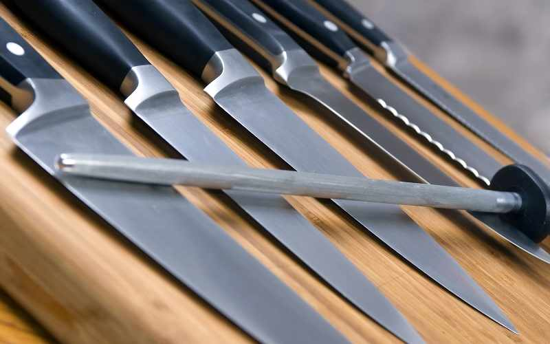 4 Different Types of Knives Every Home Chef Should Own
